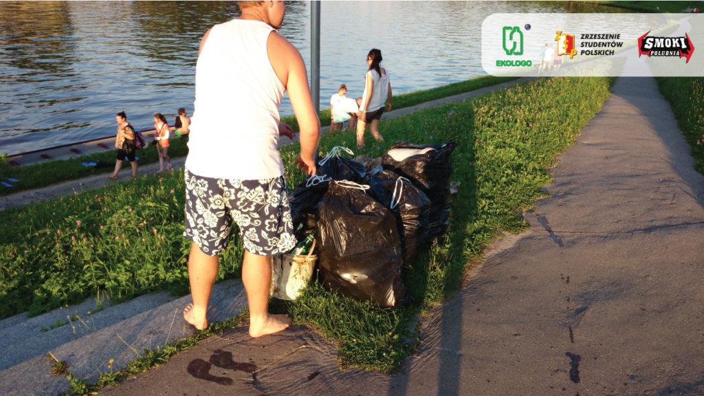 składujemy worki śmieci dla MPO