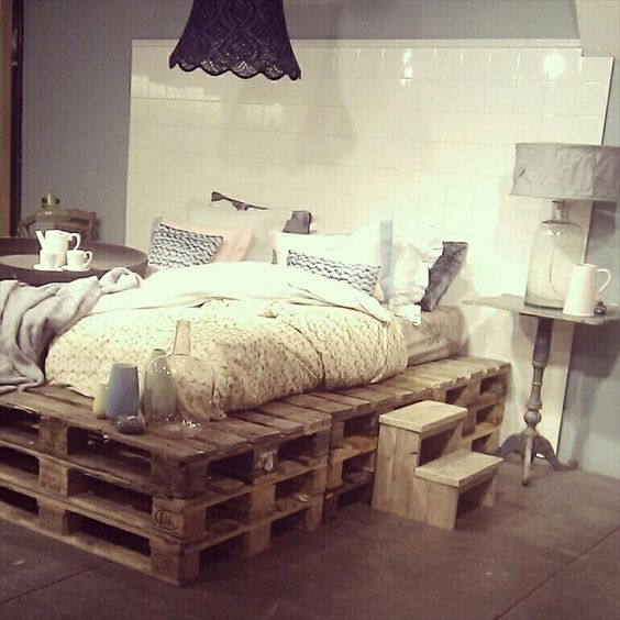 łóżko z palet 101 inspiracji