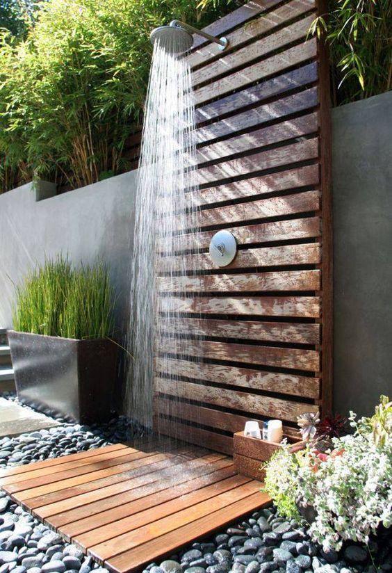 Prysznic ogrodowy z palet